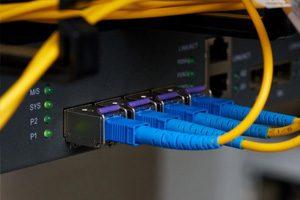 Jasa-Instalasi-Kabel-Jaringan-LAN-dan-Fiber-Optic-Profesional-Mabruka-300x200-7.jpg